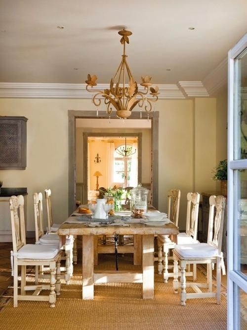 Summer villa - Airy dining room with fantastic rustic table and chairs