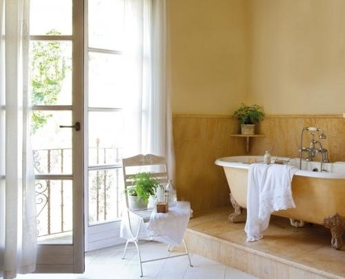 Summer villa - bathroom with vintage bathtub