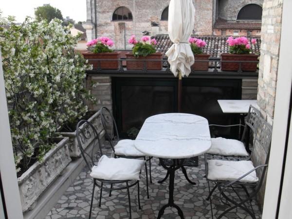 Very small balcony in italian style with attractive flowers-Splendid mini home garden