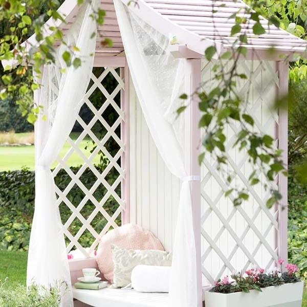 White shelter house- Ideas for home outdoor spaces