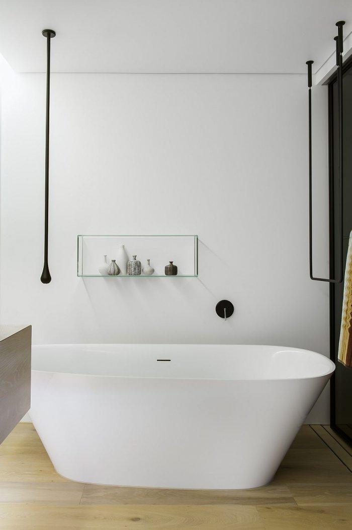 Contemporary Bathtub In A Stylish White Bathroom Founterior