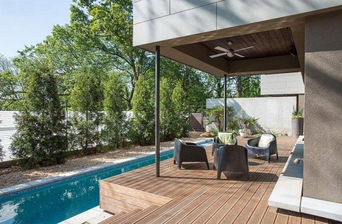 Efficient design and front wooden deck with patio furniture