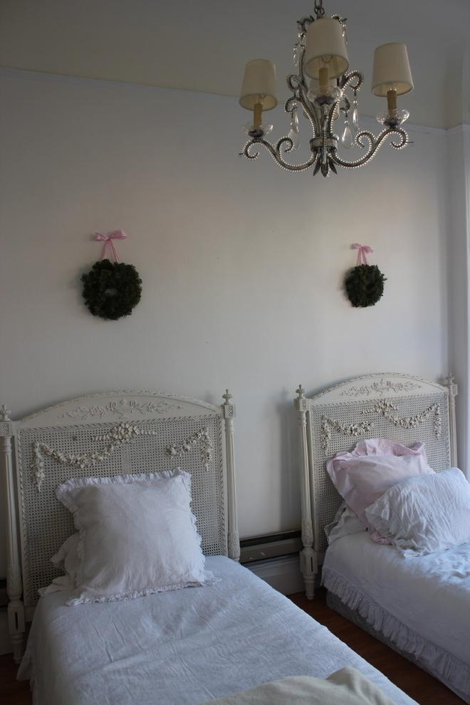 Farmhouse chic girls bedroom with two beds in white color