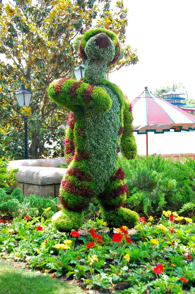 Cartoon characters as lovely garden art scupltures founterior - Idee de genie jardin ...