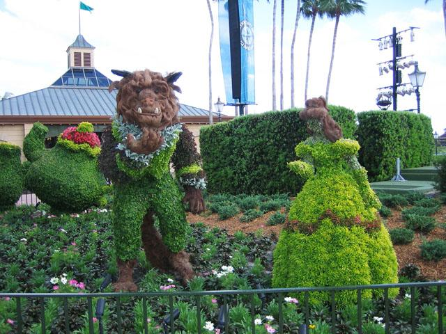 Garden art sculpture - the beauty and the beast in a romantic pose