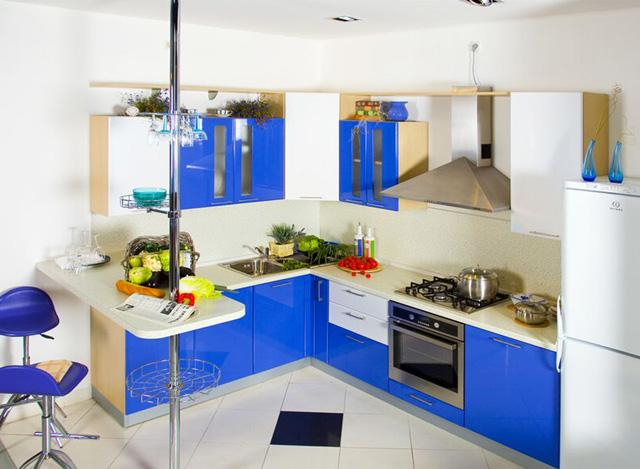 Kitchen design for small apartment with vivid blue colors