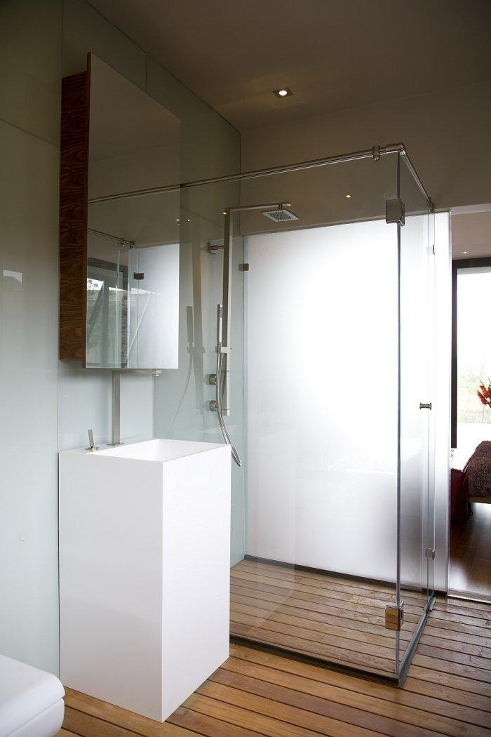 Luxurious contemporary bathroom in white with shower cabin