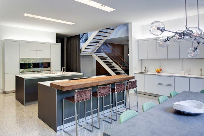 Old Barn Transformed Into a Luxurious Contemporary Home | Founterior