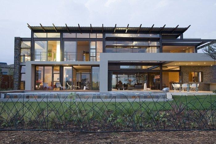 Luxurious property on two floors with interesting facade