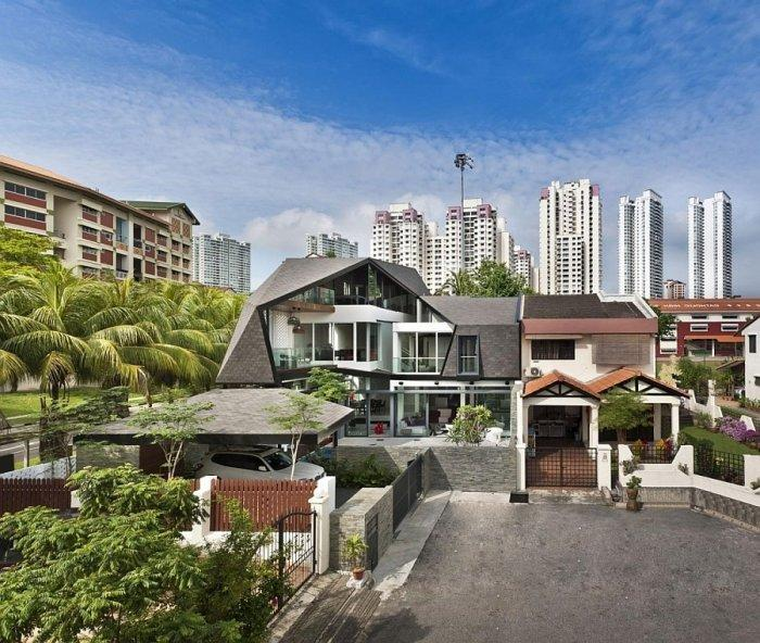Modern residence in Singapore located in the urban area of the city