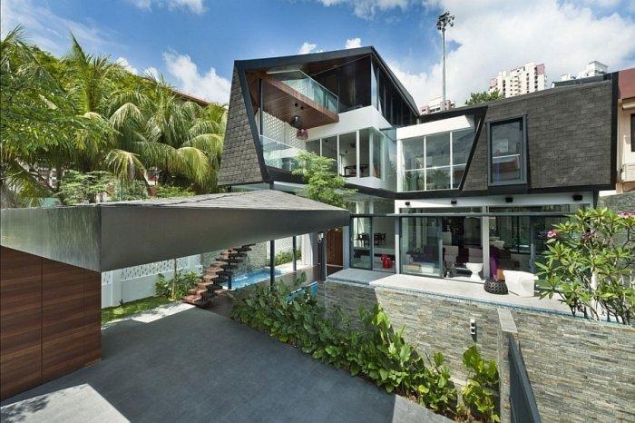 Modern residence on two floors with inner yard