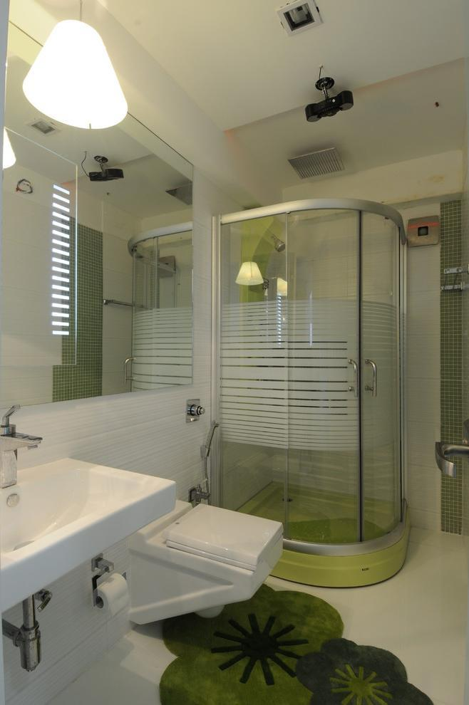 Modern small bathroom in white with creative green accents on the floor