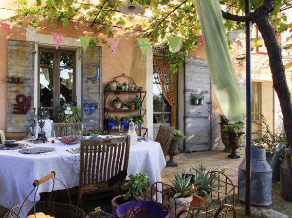 Outdoor dining room in French style under the vine