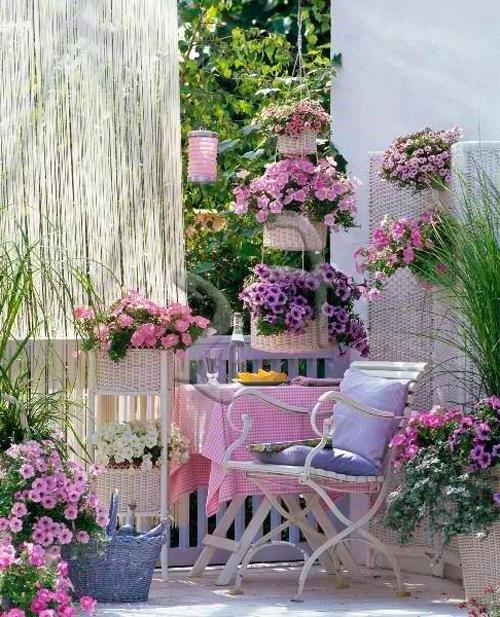 Outdoor dining set in purple nuances that create cozy atmosphere