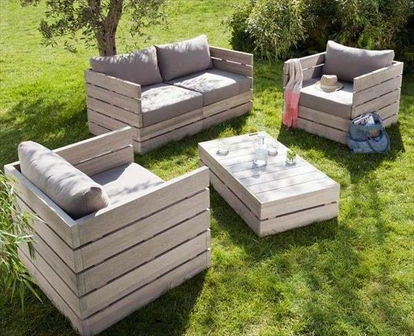 Pallet furniture forming armchairs, sofa and table