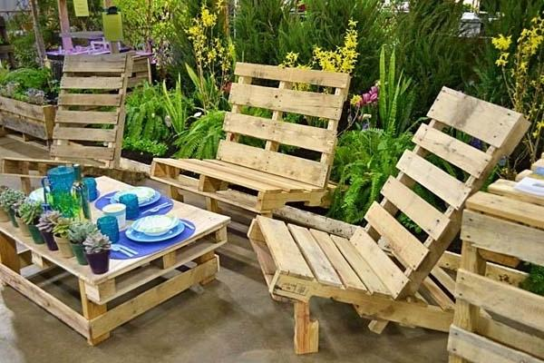 Pallet furniture forming comfortable outdoor sitting place for relaxation