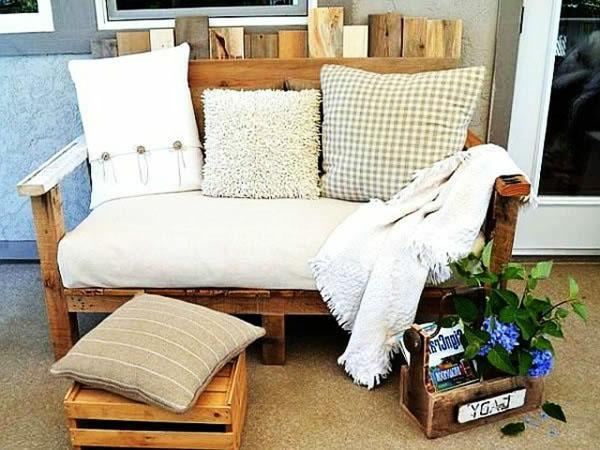 Pallet furniture used in the living room as a small and cozy sofa