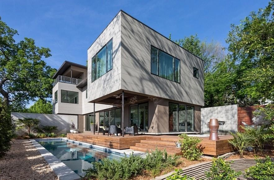 Efficient Architecture and Artistic Interior in a Residence