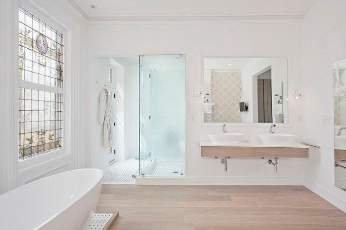 Eclectic bathroom in white with bathtub