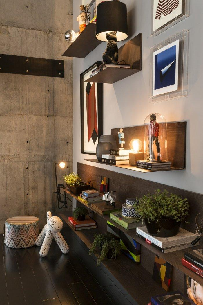 Flowers, books, abstract paitings and concrete walls in the modern loft