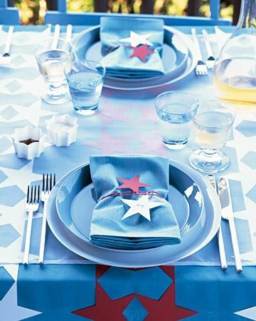 Four-Star Dining Decorations on the holiday table can shine in their partiotic brilliance