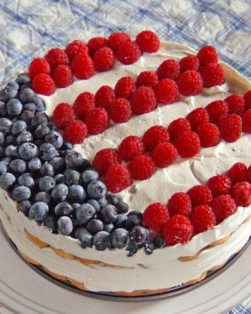 Independence Icebox Cake with mild creme, natural raspberries and fresh blueberries