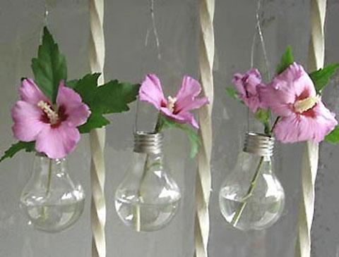 Small purple flowers inside old light bulbs - creative decorative idea