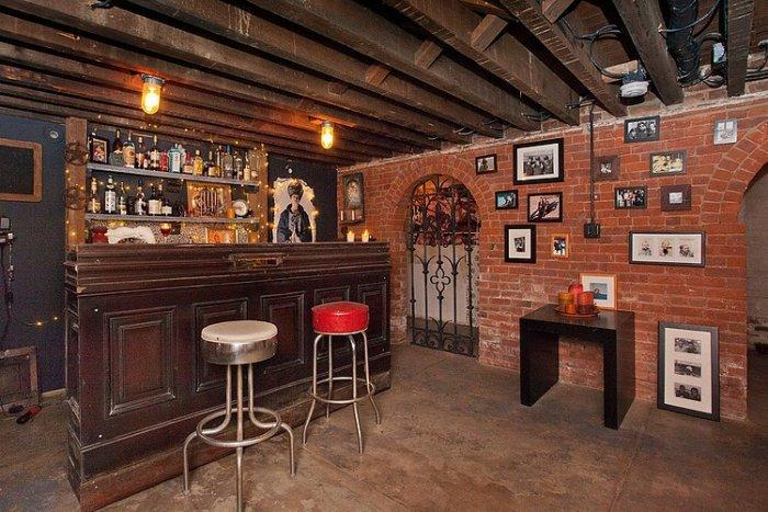 Undergroung home bar with brick walls