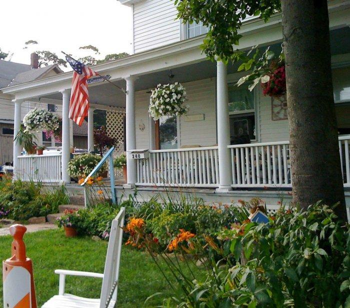 Usa flag on the porch for great 4th July decor
