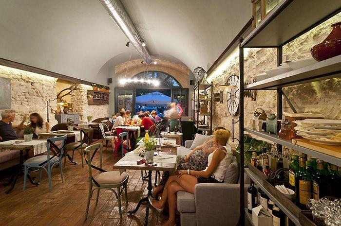 19 Coffee Shop and Cafe Interior Design