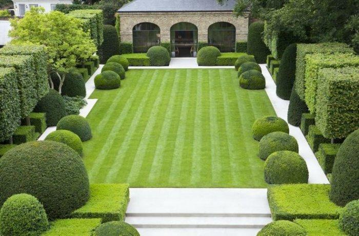 Front garden of a large mansion