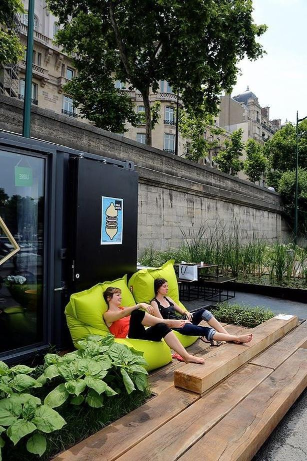 Green modern puff - lounge chair in Amsterdam