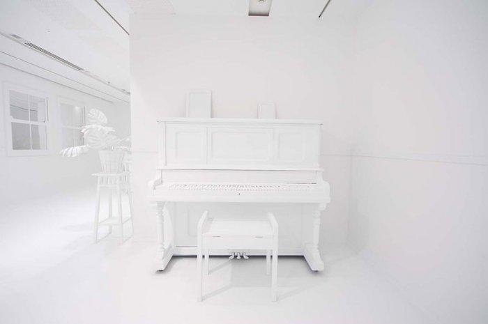 Kids' room with white interior and piano in it