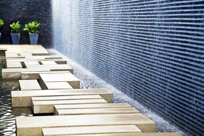 Minimalist elements in a contemporary garden