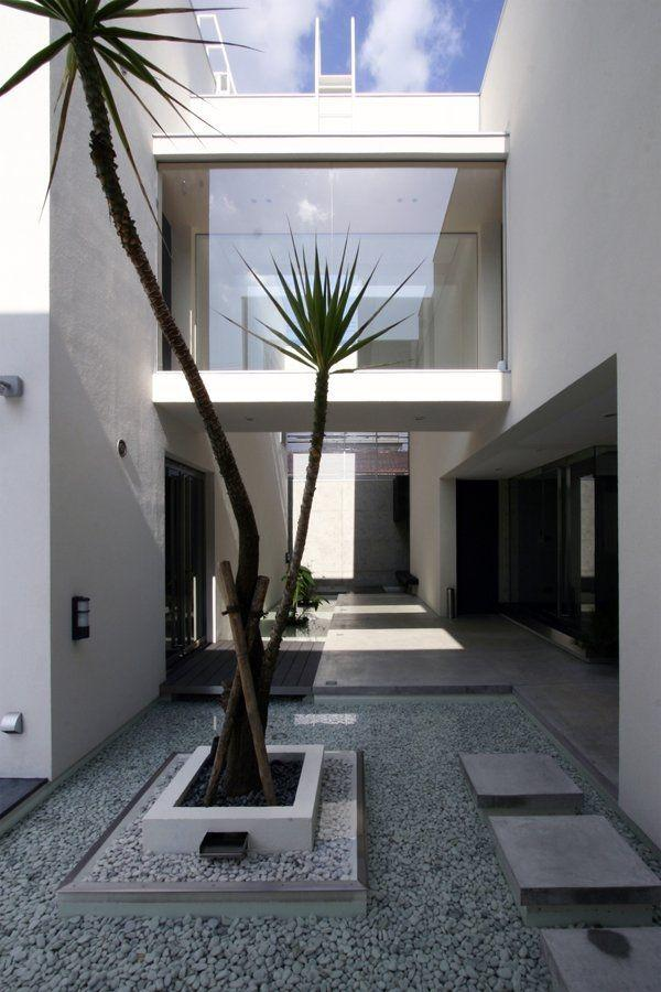 Minimalist garden and landscape design ideas founterior for Minimalist house with courtyard