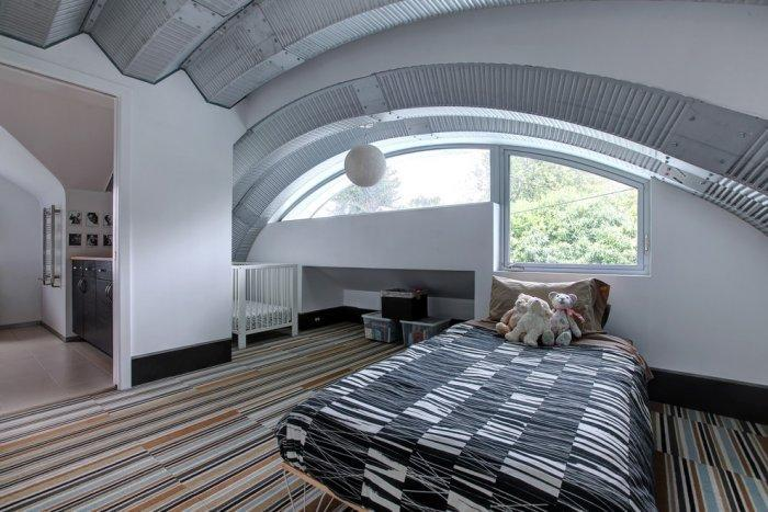 Modern bedroom in grey and white