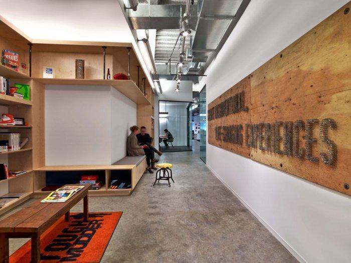 Modern office interior design though mudder 39 s hq for Office hallway design