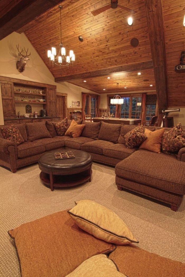 Mountaint rustic livign room with huge corner sofa