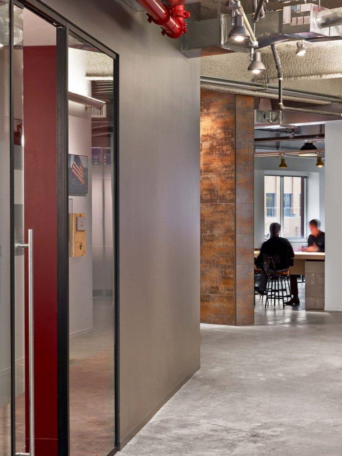 Office concerete walls give the interior a kind of industrial look