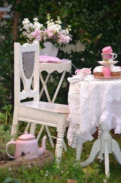 shabby chic decor for a garden table and chairs