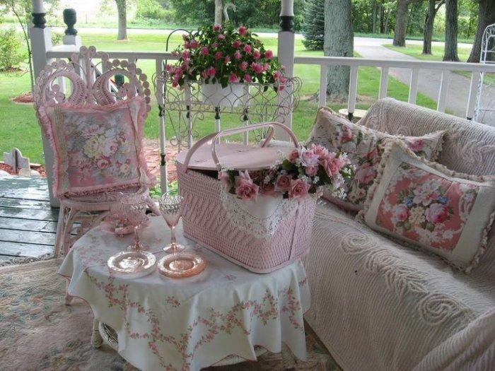 Shabby chic porch with lovely pink decorations