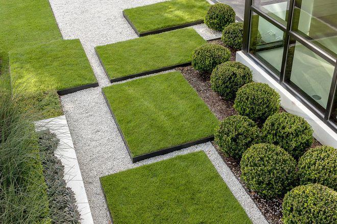 Square grass pieces that can be applied in the garden