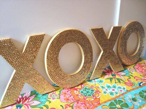 Xoxo sign for a colorful modern room