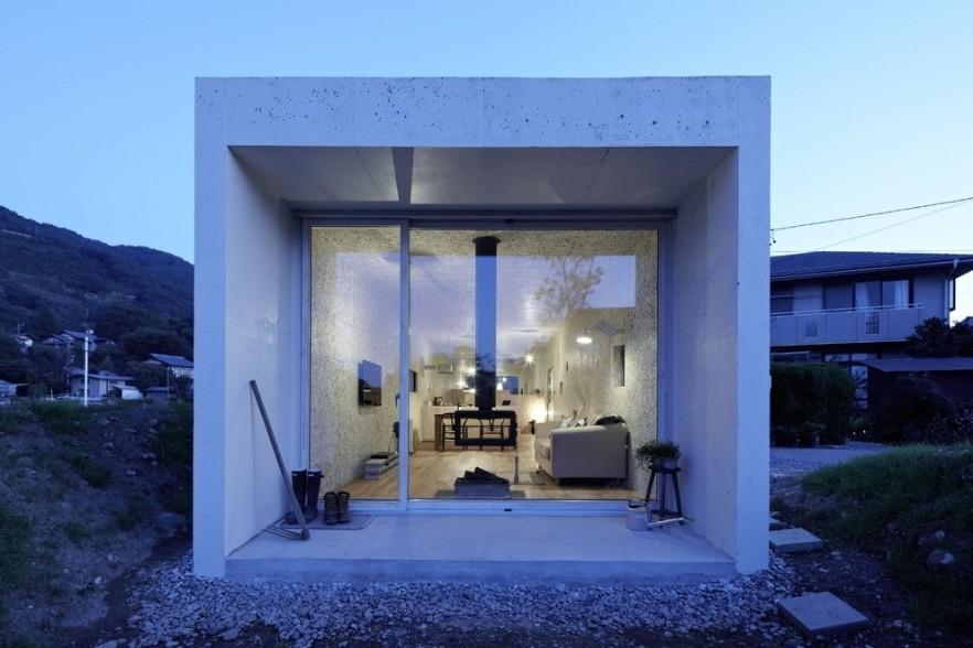 Japanese minimalist small house interior and architecture for Minimalist narrow house plans