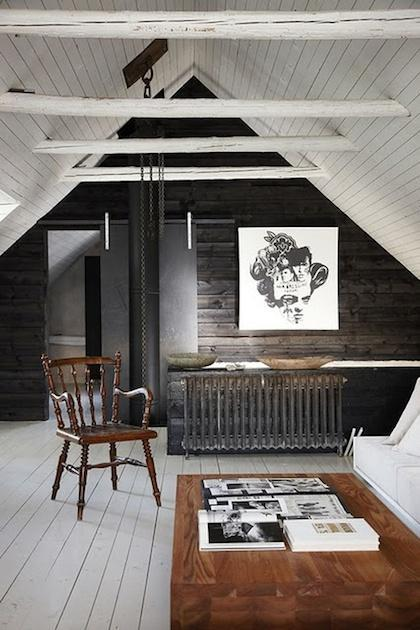 Artistic attic bedroom - with abstract paiting on the wall