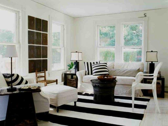 Black and white living room - with traditional furniture and rug