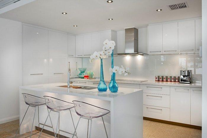 Contemporary kitchen design with interesting flower decorations