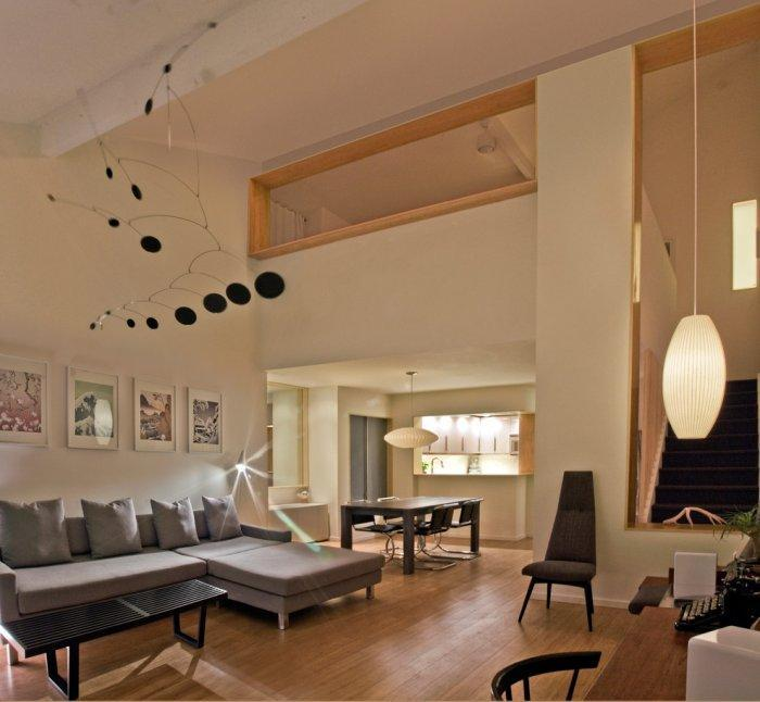 Contemporary luxurious room - with modern low-profile sofas