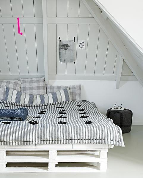 Creative attic bedroom - with bed made of europalettes