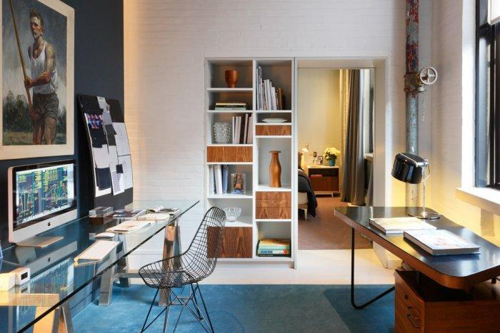 Desks agains the wall - in a modern flat